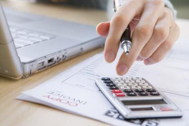 Кому доверить ведение бухгалтерии маленькой фирмы